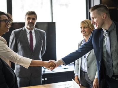 就业准证持有者是否可以在新加坡担任董事?